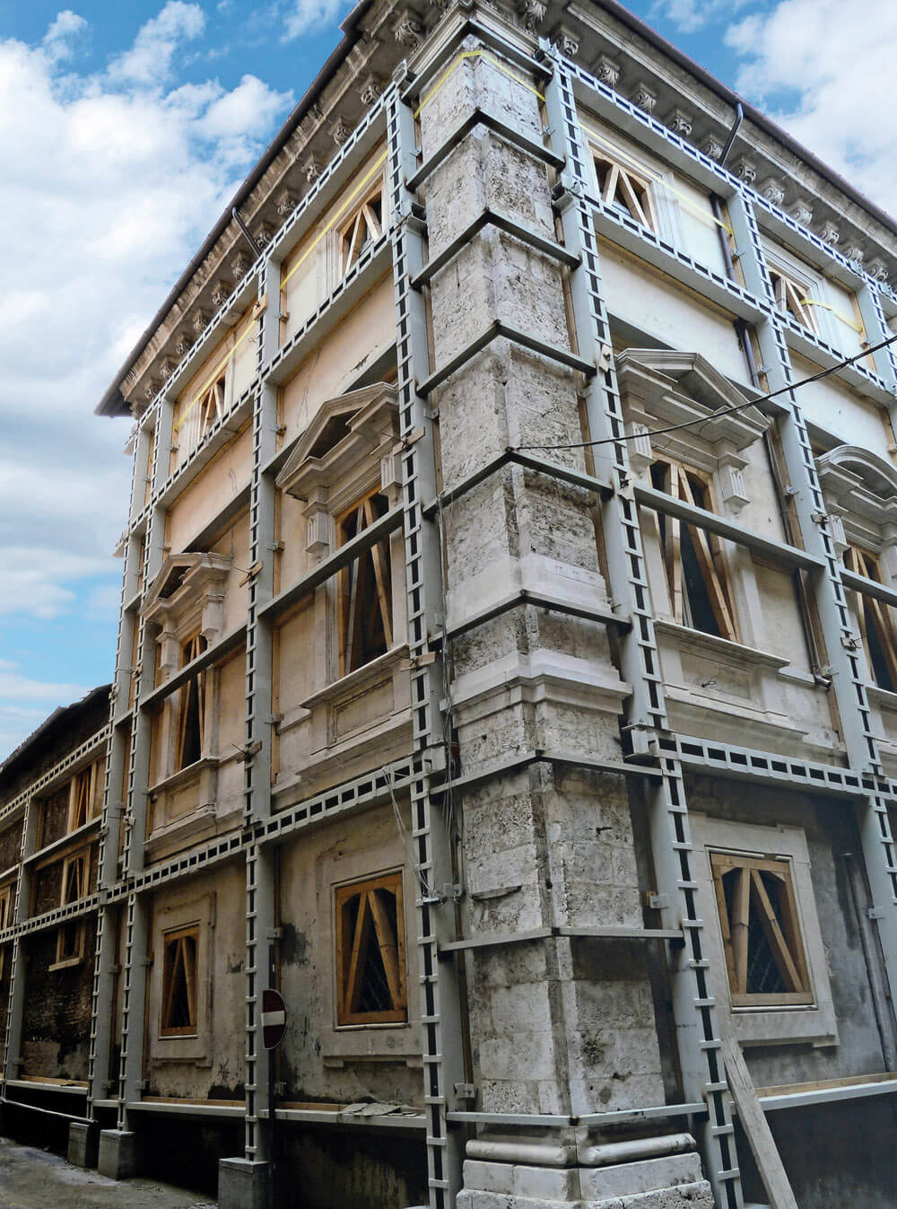 Lavori di puntellamento Palazzo Dragonetti De Torres